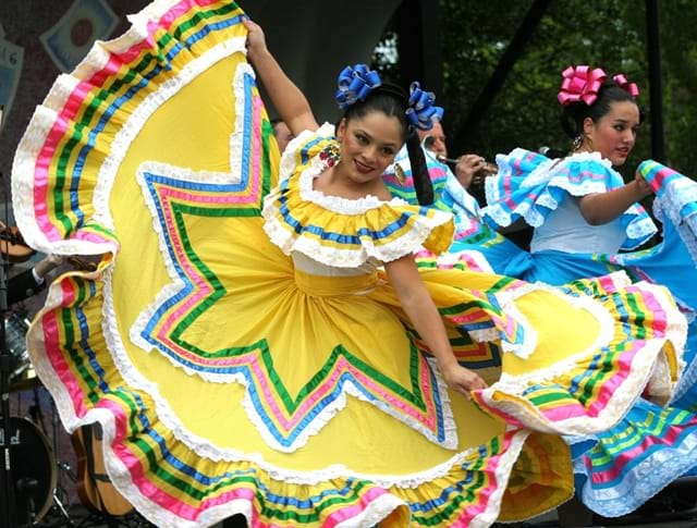 Cinco_de_Mayo_dancers_in_Washington_DC